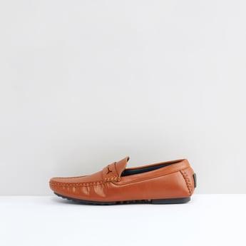 حذاء موكاسين سهل الارتداء بخياطة بارزة