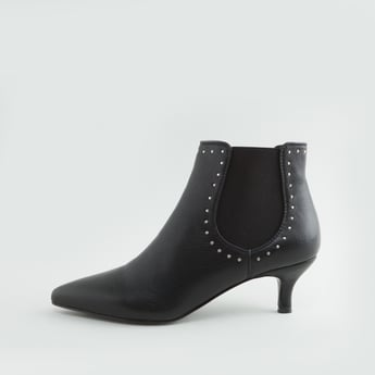 حذاء طويل مرصع بكعب صغير