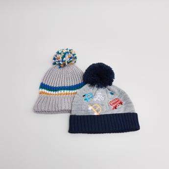 قبعة بملمس بارز وكرة بوم بوم - طقم من قطعتين