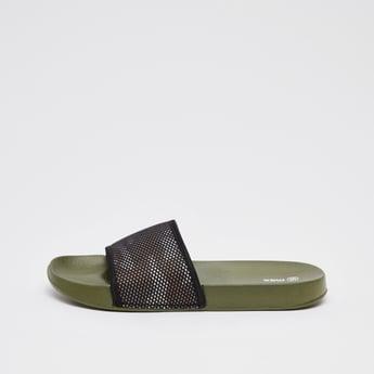 حذاء خفيف بطبعات مموهة