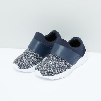 Textured Sports Shoes with Vamp Band