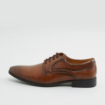 حذاء دربي سادة برباط إغلاق