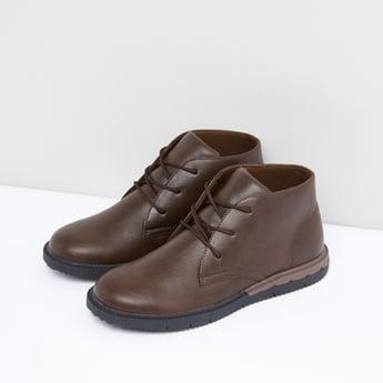 أحذية بطول الكاحل مع رباط لإحكام الغلق