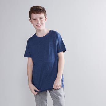 Plain T-shirt with Round Neck and Short Sleeves