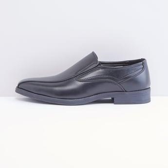 حذاء رسمي سهل الارتداء بدرزات