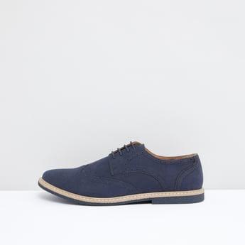 حذاء ديربي بتفاصيل مثَقبة