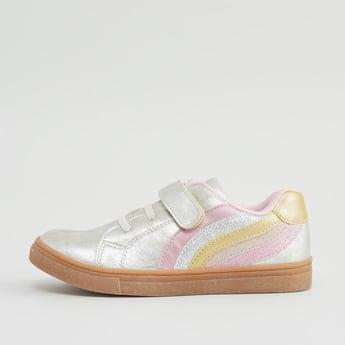 حذاء سنيكرز مقلّم مع خطّاف وحلقة إغلاق