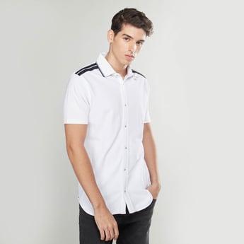 قميص سادة بأكمام قصيرة