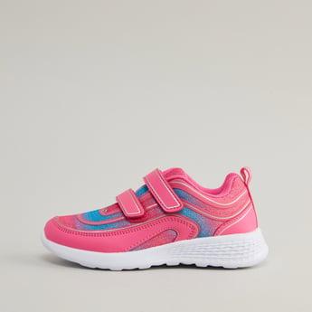 حذاء رياضي بلون ثنائي