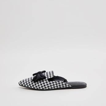 حذاء ميول سهل الارتداء وبارز الملمس بتفاصيل فيونكة