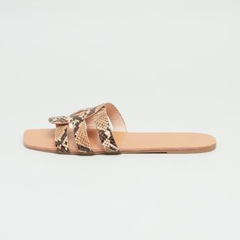حذاء خفيف بحزام بارز الملمس بطبعات حيوان