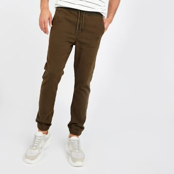 Slim Fit Solid Joggers with Pockets and Drawstring Closure