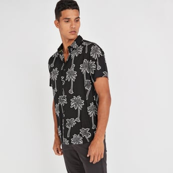 Slim Fit Printed Shirt with Spread Collar and Short Sleeves