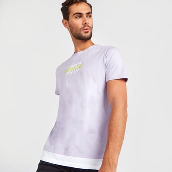 Slim Fit Graphic T-shirt with Double Hem and Short Sleeves