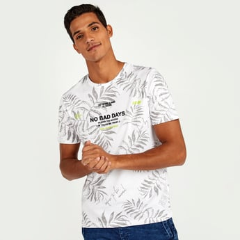 Slim Fit Graphic Print T-shirt with Short Sleeves