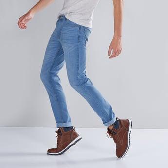 بنطال جينز بقصّة سكيني خصر متوسط الارتفاع وسحّاب إغلاق