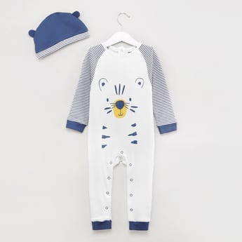 بدلة نوم بياقة مستديرة وطبعات نمر وقبعة
