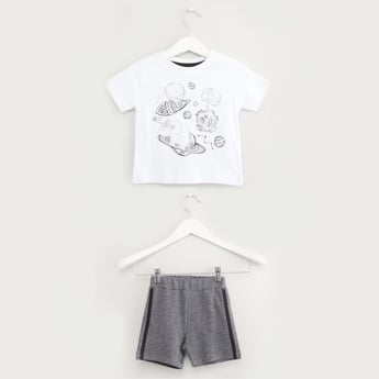 Graphic Print T-shirt with Solid Shorts