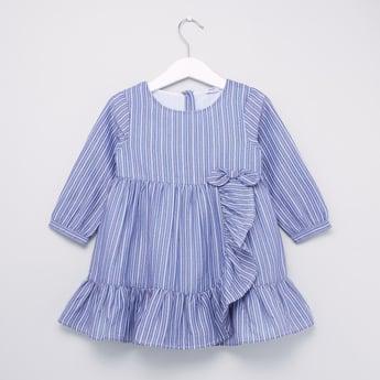 فستان مخطّط مع ياقة مستديرة واكمام طويلة