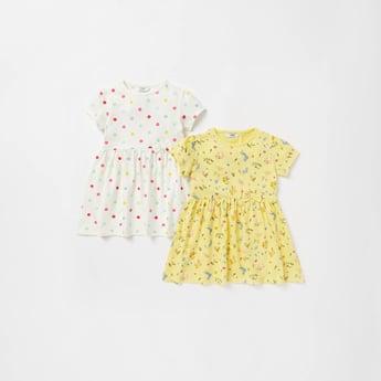فستان بطبعات وأكمام كاب وزخرفة فيونكة - مجموعة من قطعتين
