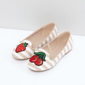 حذاء مقلم سهل الارتداء مطرز بتزيينات