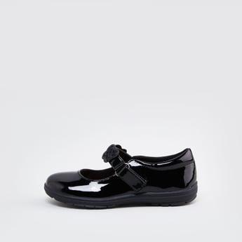 حذاء ماري جين لامع بشريط إغلاق