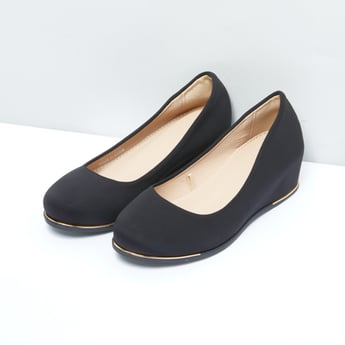 Wedge Heel Shoes with Metallic Detail