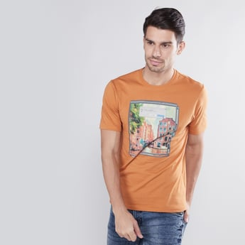 Slim Fit Printed T-shirt with Round Neck and Short Sleeves