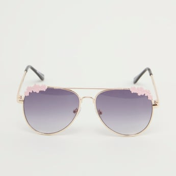 نظارة شمسية بتفاصيل مزخرفة
