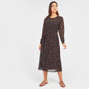 فستان إيه لاين متوسط الطول بأكمام طويلة وتفاصيل تطريزات وطبعات