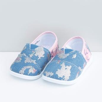 حذاء قماشي بنقش مطبوع