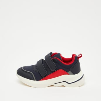 Sports Shoes with Dual Hook and Loop Closure