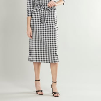 Chequered Mid-Rise Skirt with Elasticised Waistband and Belt