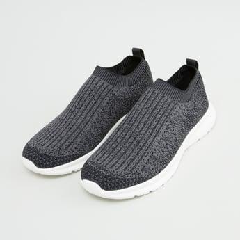 حذاء محبوك سهل الارتداء