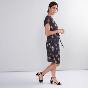 فستان ميدي بطبعة وأكمام متصلة