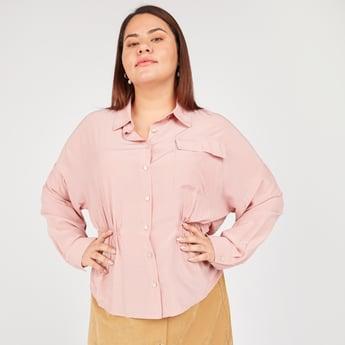 قميص طويل سادة بياقة عاديّة وأكمام طويلة
