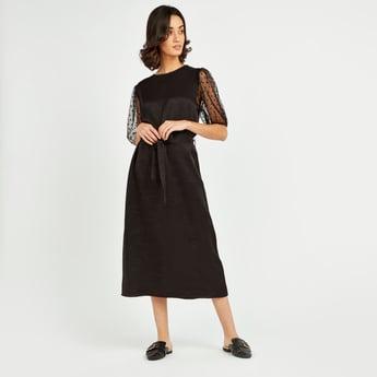 فستان أورجانزا بارز الملمس ميدي بأكمام باف