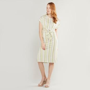 فستان ميدي مقلّم بأكمام متصلة وأربطة