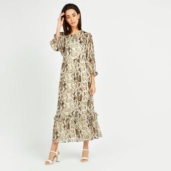 فستان واسع جاكار بياقة مستديرة وأكمام بـ3/4 وطبعات ثعبان