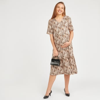 فستان حوامل بقصة إيه لاين متوسط الطول بأكمام قصيرة وياقة V وطبعات