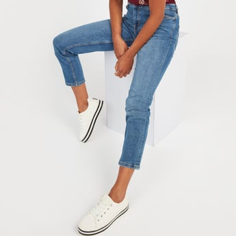 Slim Fit Solid Mid-Rise Cropped Jeans with Pocket Detail