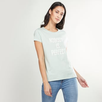 Slogan Printed Round Neck T-shirt with Short Sleeves