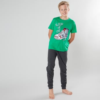 Printed Round Neck T-shirt with Solid Jog Pants
