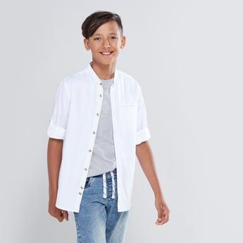 قميص بارز الملمس  بياقة ماندارين وأكمام طويلة واغلاق زر