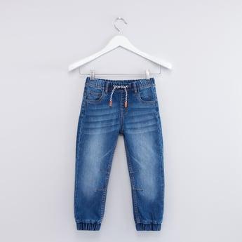 بنطال جينز بحوّاف مطّاطية وجيوب ورباط