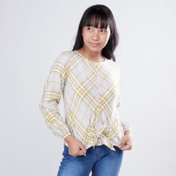 قميص كاروهات بأكمام طويلة مزيّن بعقدة