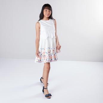 فستان مطرّز دون أكمام بياقة مستديرة