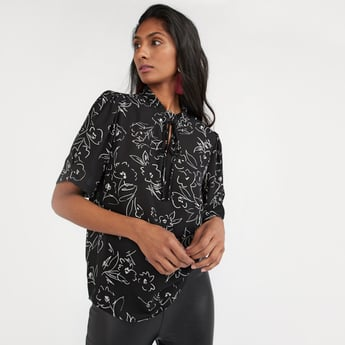 Printed Top with Short Sleeves and Tie Ups