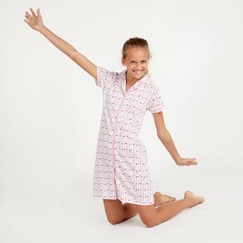 قميص نوم مخطط بأكمام قصيرة وطبعات