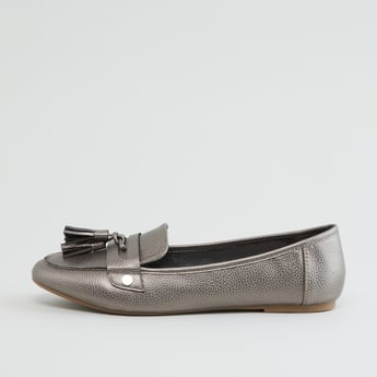 Textured Loafers with Tassel Detail